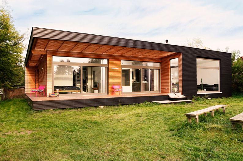 Große überdachte Terrasse und raumhohe Verglasung