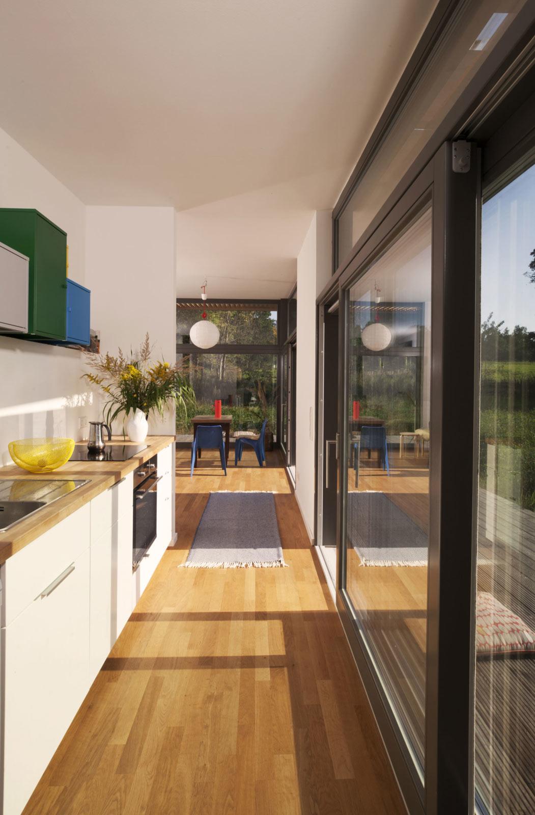 Holzhaus mit hellen Räumen, viel Licht und Komfort